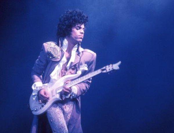 Une protégée du chanteur Prince révèle son malaise en plein vol avant sa mort