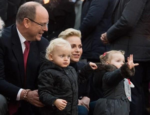 Charlène de Monaco et le prince Albert II : Quand leurs jumeaux découvrent le village de Noël
