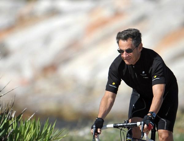 Nicolas Sarkozy pris en flag par la police à contresens à vélo !