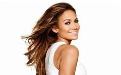 Oups ! Jennifer Lopez s'affiche par erreur dans son lit… aux côtés d'un homme !