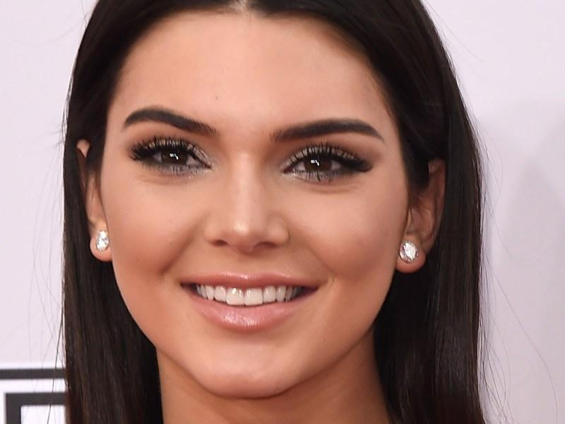 En porte-jarretelles, Kendall Jenner fait grimper la température !
