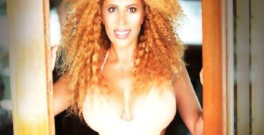 Video ! Afida Turner se filme seins nus !