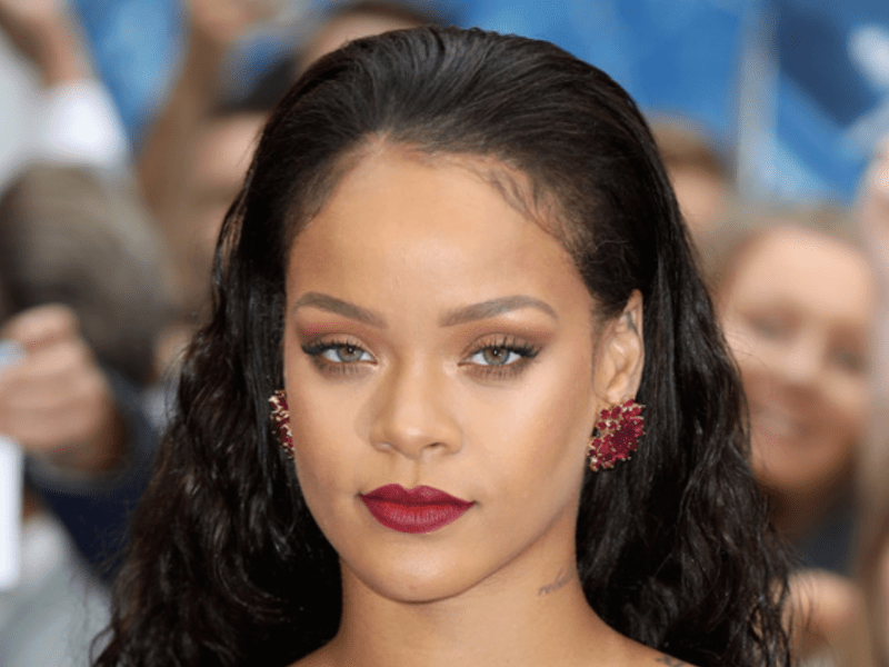 Après le maquillage, Rihanna lance sa ligne de lingerie !