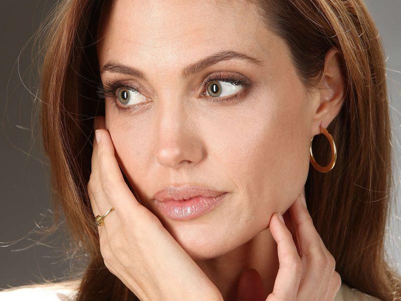 Elle fait de la chirurgie esthétique pour ressembler à Angelina Jolie… Le résultat fait peur !