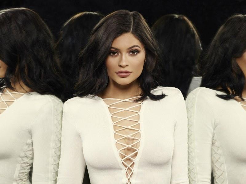 Kylie Jenner enceinte : Pourquoi se cache-t-elle ?