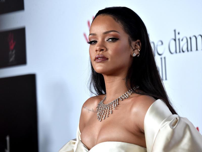 Surprenant ! Rihanna publie son premier tuto beauté