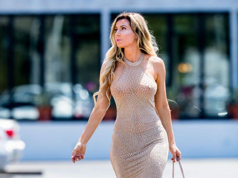 Ana Braga: La playmate brésilienne montre tout dans une robe ultra transparente !