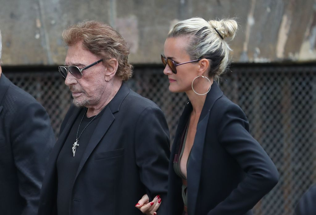Laeticia, Joy, Jade, David, Laura, le recueillement à la Madeleine — Johnny Hallyday