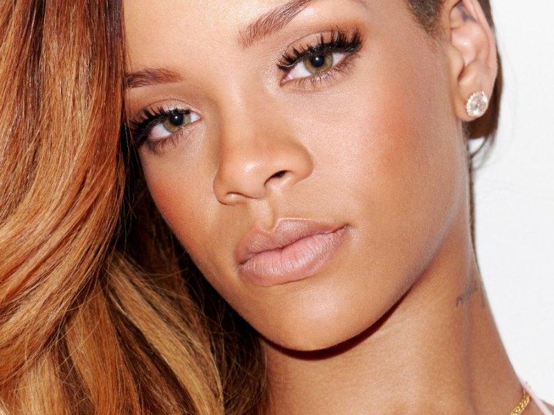 Rihanna : Sa routine beauté est tellement simple que vous allez la suivre !