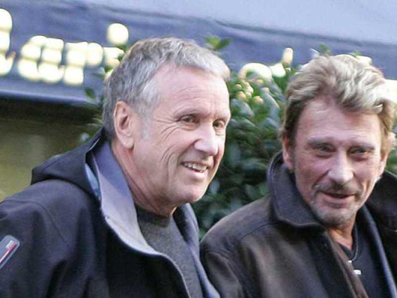 Obsèques de Johnny Hallyday: Yves Rénier, ami proche du chanteur, balance sur les «pleureuses» présentes à l'église