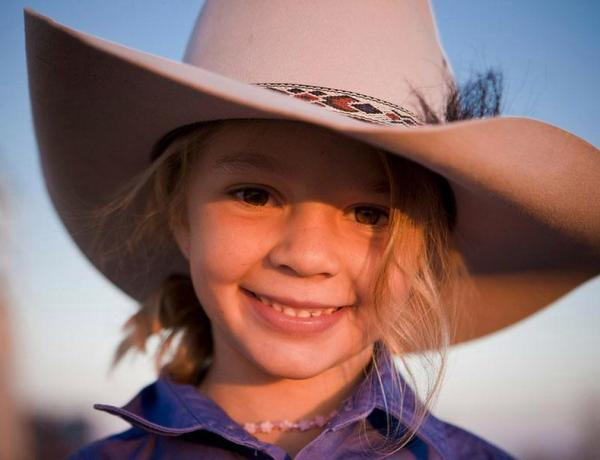 Australie : Il demande aux harceleurs de sa fille de venir à son enterrement