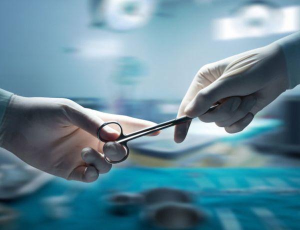 Marseille: Après une opération, une patiente expulse de son vagin des compresses et un gant!