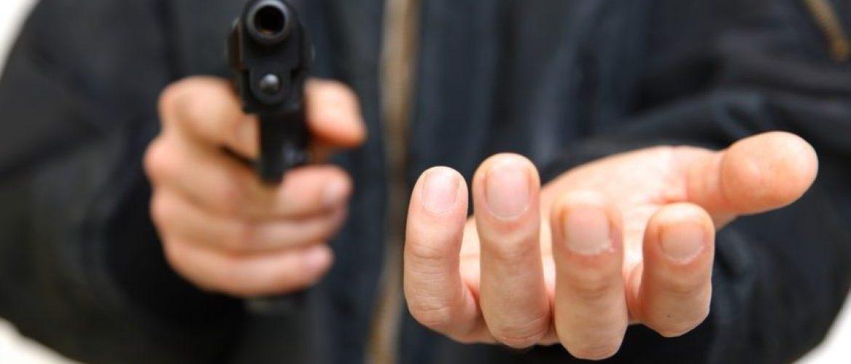 Londres : Un octogénaire anglais fait face à cinq hommes pour sauver une inconnue dans la rue