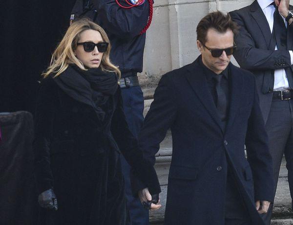 Le père de Laeticia Hallyday a-t-il menacé David Hallyday lors des obsèques du chanteur ?