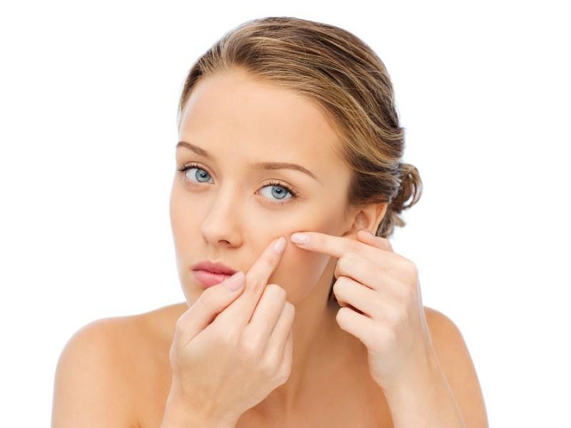 Quelle huile essentielle utiliser pour lutter contre l'acné ?