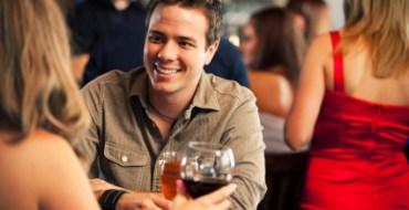 L'odeur d'un homme peut inciter les femmes à boire davantage !
