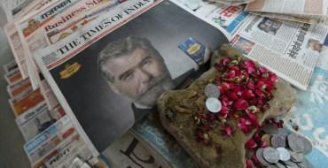 Pierce Brosnan dit avoir été «trompé» pour vanter un produit indien