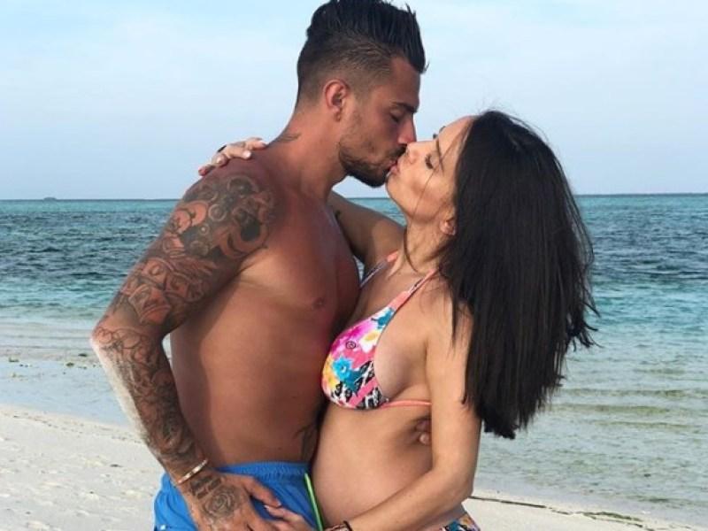 Manon Marsault et Julien Tanti bientôt parents: Les coulisses de l'accouchement sur les réseaux sociaux !