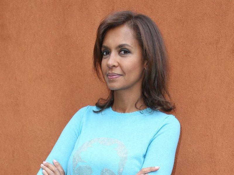 """Karine Le Marchand : En colère contre ceux qui jugent """"la personne qu'elle aime"""", l'animatrice quitte Twitter"""