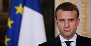 """<font color=""""#be075e"""" >La dernière folie d'Emmanuel Macron ? </font>Une piscine pour ses vacances d'été !"""