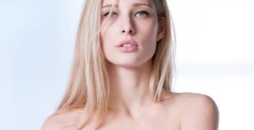 Ilona Smet évoque sa surprenante relation avec son père David Hallyday