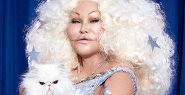 """<font color=""""#be075e"""" >Jocelyn Wildenstein</font>  : Ruinée, la femme chat se paye le luxe de perdre 250.000 $ de bijoux"""