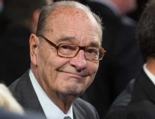 """Jacques Chirac : L'anecdote très drôle sur sa technique pour """"regarder les jeunes femmes"""" tranquillement"""