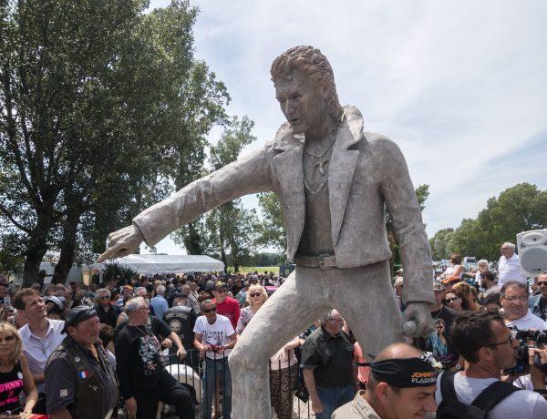 Une statue érigée pour Johnny en Ardèche