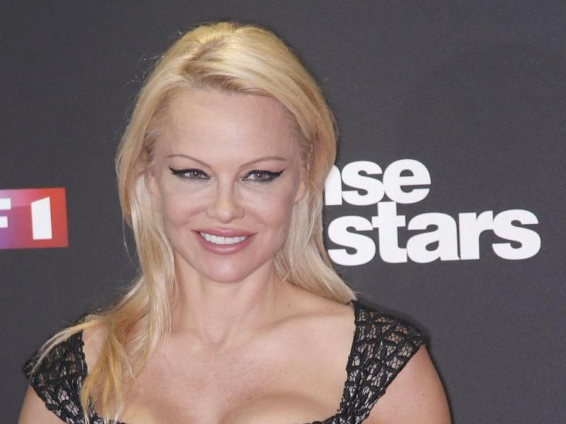Pamela Anderson torride en body semi-transparent