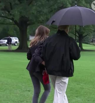 Donald Trump a un sérieux problème de... parapluie !