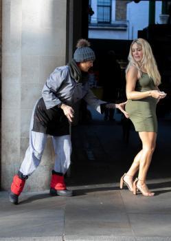 Elle copie les fesses de Kim Kardashian pendant un journée !