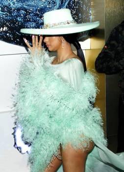 Cardi B : son incroyable robe qui dévoile tout son fessier !