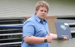 Il perd 60 kilos : Celle qui l'avait humilié au lycée veut désormais un rencard