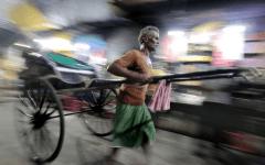 Inde : Un enfant sauvé par un pousse-pousse après une chute de plusieurs mètres
