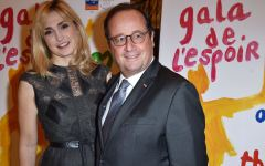 Photo de famille ! Quand François Hollande prend la pose avec Julie Gayet… et ses parents !