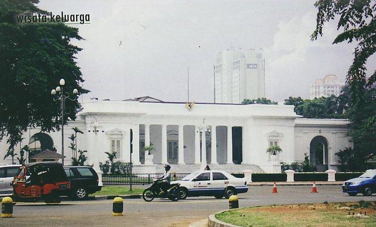 https://i2.wp.com/www.potlot-adventure.com/wp-content/uploads/2009/03/istana-presiden.jpg