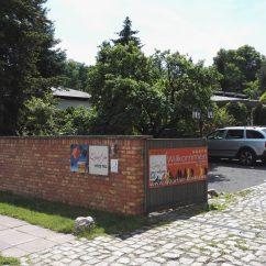 Einfahrt Hostel Innenhof