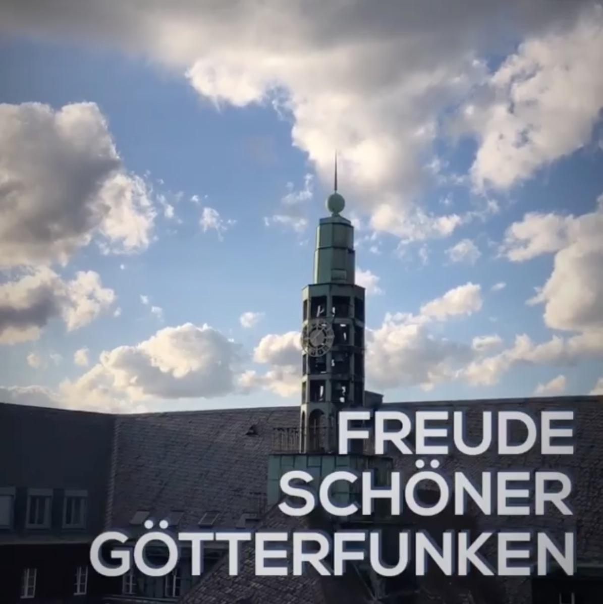 """Glockenspiel am Rathaus Bochum spielt """"Freude schöner Götterfunken"""" zum internationalen Friedenstag"""