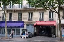 「休日の午後。オスマン通り97番地 」  (パリ)