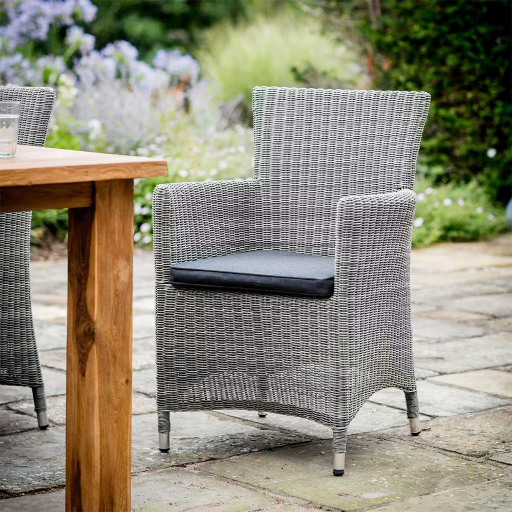 fauteuil de jardin en rotin gris