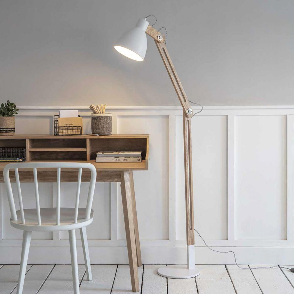 lampadaire esprit nordique en bois et metal blanc