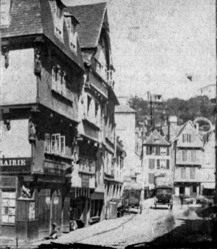 """Tirage stéréo sur papier albuminé. Photographie intitulée: """"Morlaix, rue de Brest"""". Collection J.M.P."""