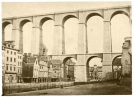 Tirage albuminé au pied du viaduc de Morlaix et des lances avant 1880. Collection J.M.P.