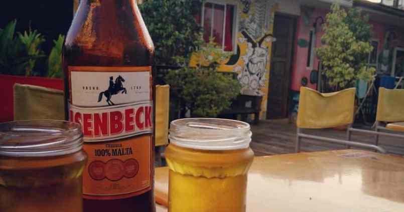 Petite bière dans notre auberge à #buenosaires la terrasse fait plaisir. :) 1
