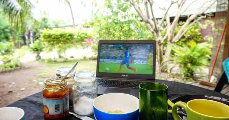 Regarder le match d'ouverture de l'euro pendant le petit déjeuner à Tahiti. 1