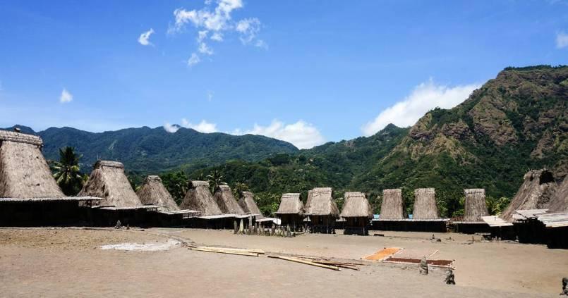 Village typique au sud de Bajawa à Flores. 1
