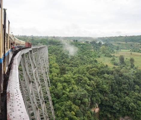 L'aventure continue sur l'immense pont de Gotheix entre Mandalay et Hispaw #presquememepaspeur 5