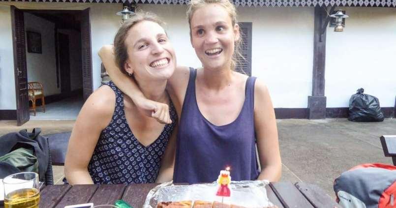 Souffler une bougie au Laos sur un marbré made in France, ça me rappelle des souvenirs d'enfances <3 1