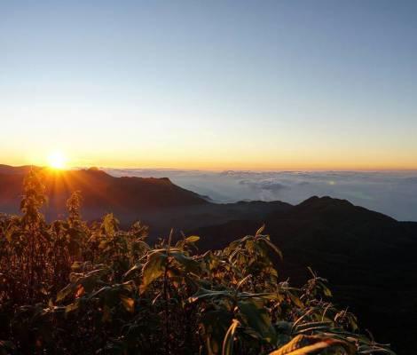 Au dessus des nuages #sunset #adampeak #srilanka 7