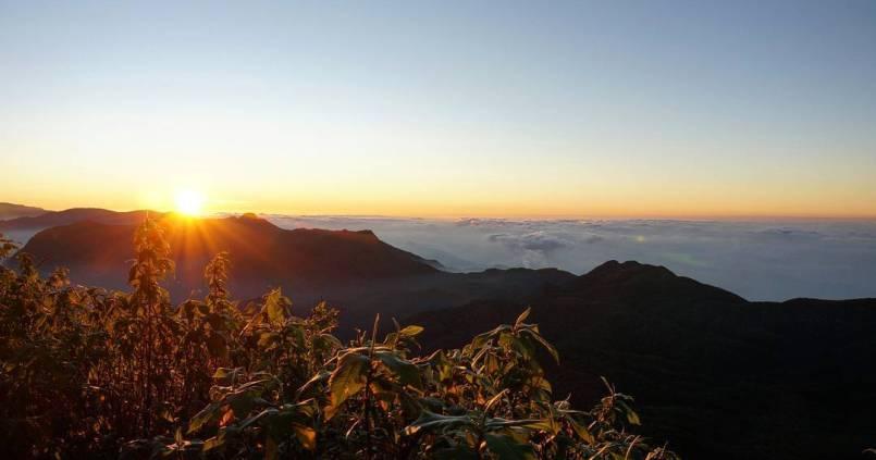 Au dessus des nuages #sunset #adampeak #srilanka 1